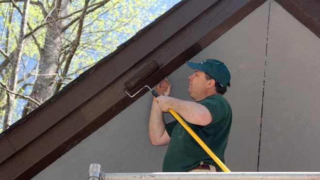 Joe Pickel of UT-Batelle at Oak Ridge National Laboratory paints at the Elkmont Campground Saturday, April 16, 2016, in the Smoky Mountains National Park. (RAY SMITH PHOTOS/SPECIAL TO THE NEWS SENTINEL)