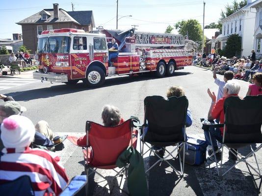ldn-kg-052516-annville-parade.JPG