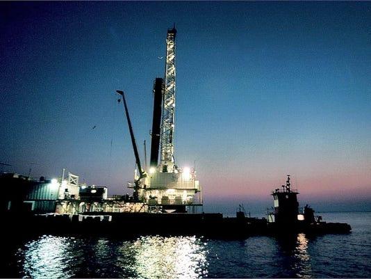 -OIL RIG  0613.jpg_20020612.jpg