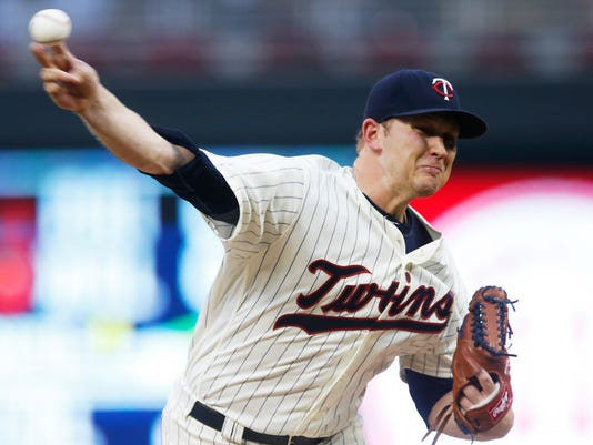 Minnesota Twins pitcher Tyler Duffey throws against the Seattle Mariners during the first inning of a baseball game Saturday, Sept. 24, 2016, in Minneapolis. (AP Photo/Jim Mone)
