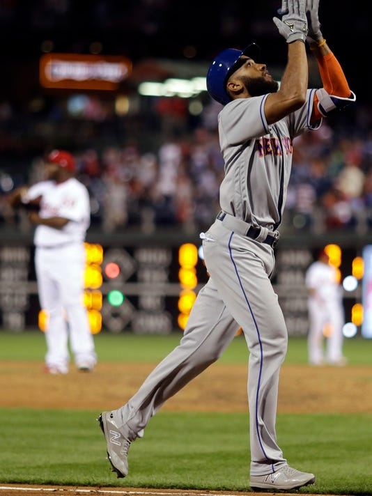 New York Mets' Amed Rosario, right, celebrates after hitting a go-ahead home run off Philadelphia Phillies relief pitcher Hector Neris during the ninth inning of a baseball game, Friday, Aug. 11, 2017, in Philadelphia. (AP Photo/Matt Slocum)