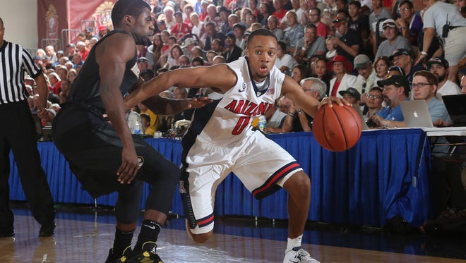 Arizona Wildcats guard Parker Jackson-Cartwrightdrives to the basket against a Missouri Tigers defender during the 2014 EA Sports Maui Invitational at the Lahaina Civic Center.