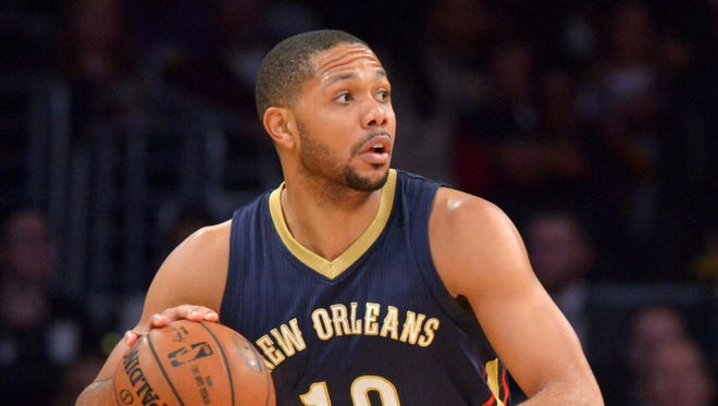 Eric Gordon dribbles the ball against the Los Angeles Lakers at Staples Center.