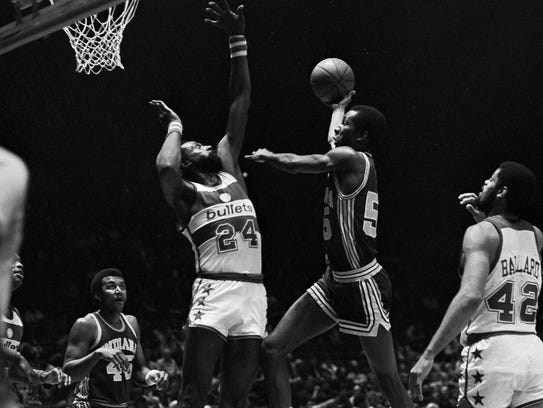 Louis Orr of the Indiana Pacers drives to the basket against Spencer Haywood (24) of the Washington Bullets during second quarter action at the Capital Centre in Landover, Md., Dec. 26, 1981.