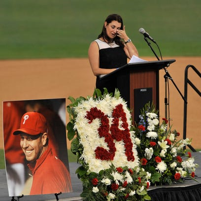 Family, friends, teammates say final goodbye to Roy Halladay
