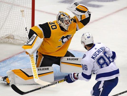 Lightning_Penguins_Hockey_59070.jpg