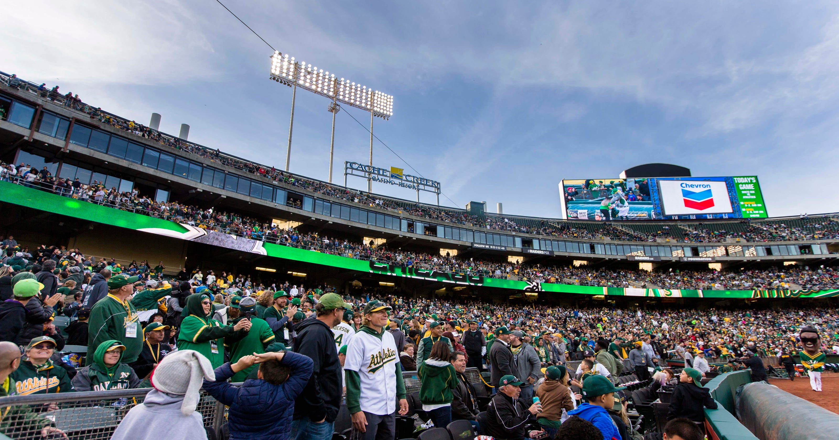 Free P Athletics Draw Near Out Crowd By Not Charging For Admission Vs White Sox