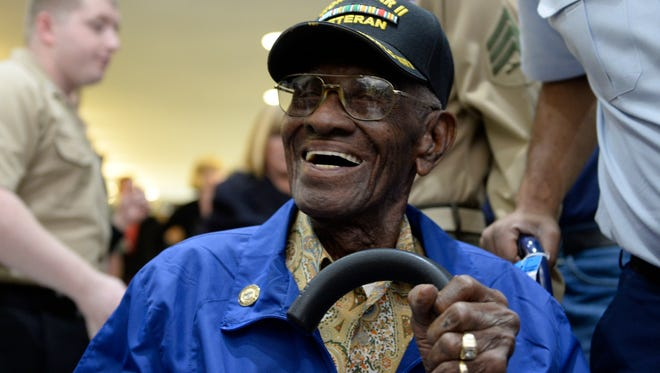 Richard Overton, a 107-year-old World War II veteran, arrives at Washington's Reagan National Airport on Nov. 10, 2013.