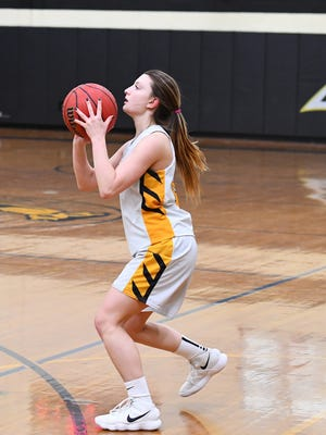 Cedar Grove's Jess Sinisi scored 17 points in a county tournament win over Shabazz.