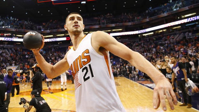 Phoenix Suns center Alex Len (21) throws a ball into the stands after beating the Dallas Mavericks 124-111 in their final home game of the season at Talking Stick Resort Arena in Phoenix, Ariz. April 9, 2017.