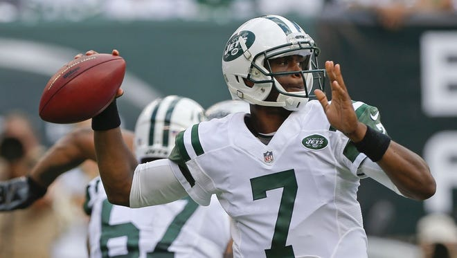 New York Jets quarterback Geno Smith (7) throws a pass during the first half of an NFL football game against the Oakland Raiders Sunday, Sept. 7, 2014, in East Rutherford, N.J. (AP Photo/Seth Wenig)