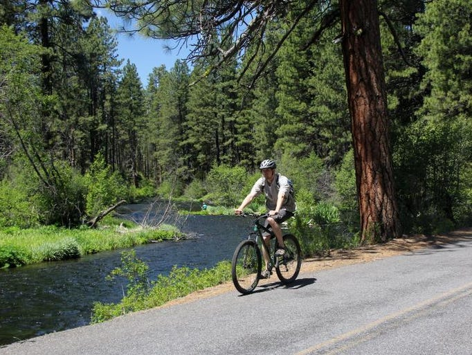 There are outstanding views of the Metolius River along the Metolius River Loops Scenic Bikeway.