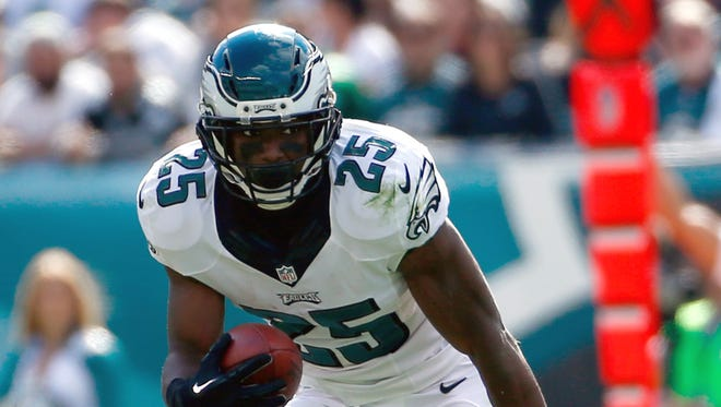 Philadelphia Eagles' LeSean McCoy rushes during the first half of an NFL football game against the St. Louis Rams, Sunday, Oct. 5, 2014, in Philadelphia. (AP Photo/Matt Rourke)