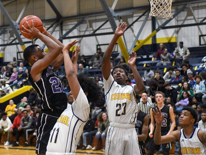 Lakeview's Zarrion Davis (22) shoots for two points