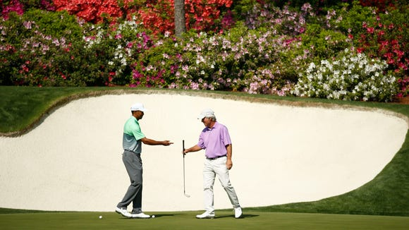 Tiger Woods asks to try Ben Crenshaw's putter on the