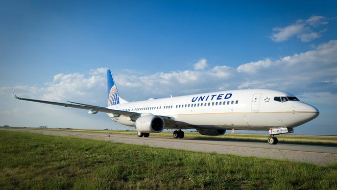 United Airlines Passenger Who Fell Ill On Florida Flight Died Of Covid 19