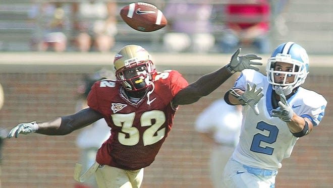 FSU's Leroy Smith (32) knocks down a fourth-down pass to UNC's Mike Mason (2) late in the game, ending a last-ditch effort by the Tar Heels.