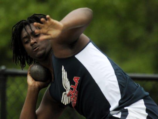 Wakulla's Hezekiah Gross throws shot put at the District