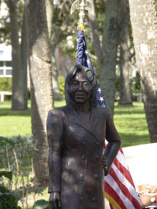 0906-Cee-Cee-statue-dsc7307.jpg