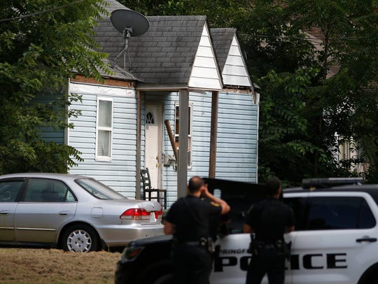 Springfield Police surround a house involved in a shooting