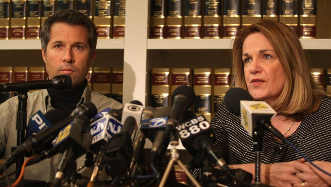 David Goldman at Press conference with his lawyer Patricia Apy at her law office in Red Bank. Photo by Robert Ward 12/29/09 Red Bank. #113722