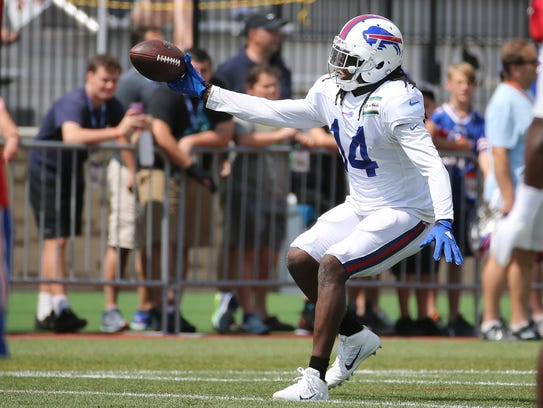 Sammy Watkins came up limping after this one-handed