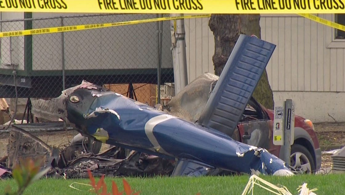 komo 4 helicopter crash with 24938871 on 24938871 further 4 Injured As Helicopter Crash Lands On Los Angeles Street further Index together with Witnesses Report Military Helicopter Crashes On Golf Course In Maryland in addition Helicopter crashes in downtown seattle.