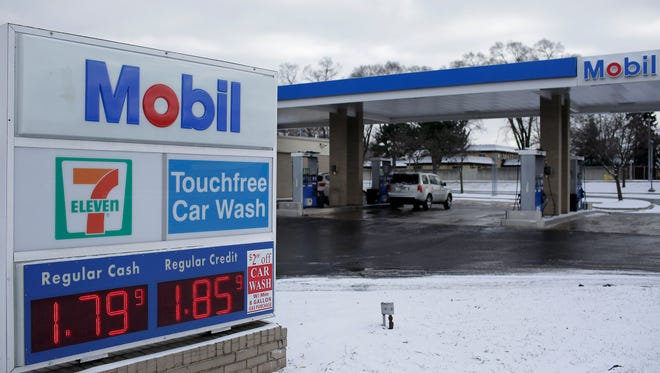 Gas prices nationwide averaged $2.40 a gallon in 2015, AAA says