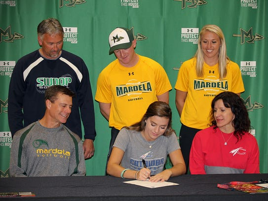 With her family and coaches watching, Sydney Goertzen