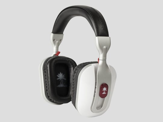The Turtle Beach i30 comes with noise cancellation and several audio presets.
