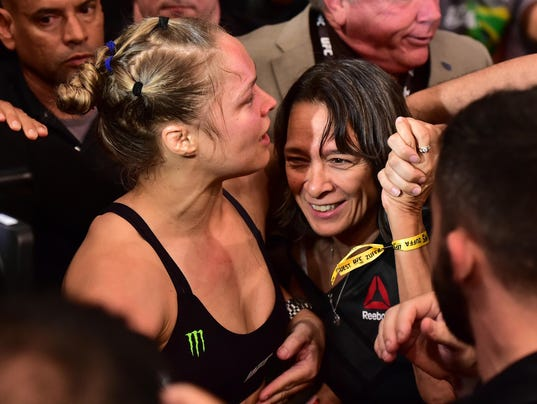 2015-11-08 Rousey mom2