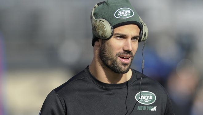 New York Jets wide receiver Eric Decker warms up before the Dec. 6, 2015, game against the New York Giants in East Rutherford. The Jets have placed Decker on injured reserve with a partially torn rotator cuff in his right shoulder, likely ending his season.