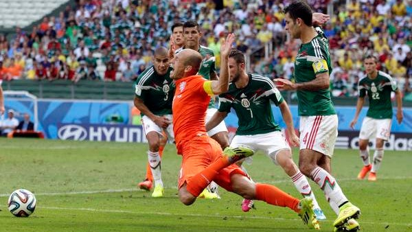 The Netherlands' Arjen Robben, center, goes down to draw a penalty during stoppage time of the World Cup match against Mexico in Fortaleza, Brazil, on Sunday.