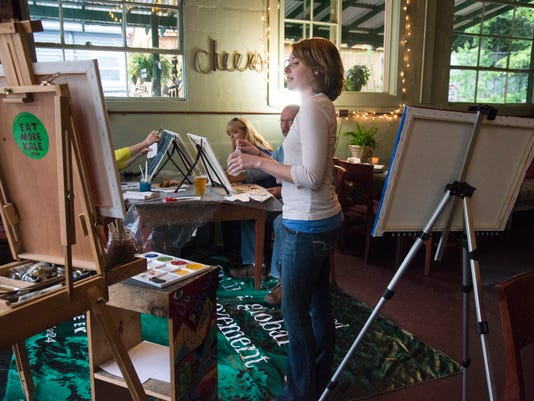 Art classes at UnWINE'd