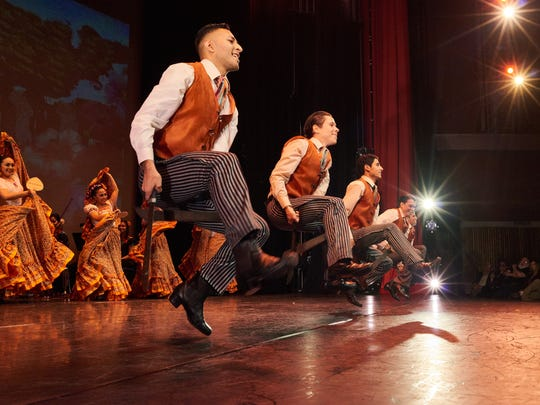 The show features traditional Mexican folk dance and
