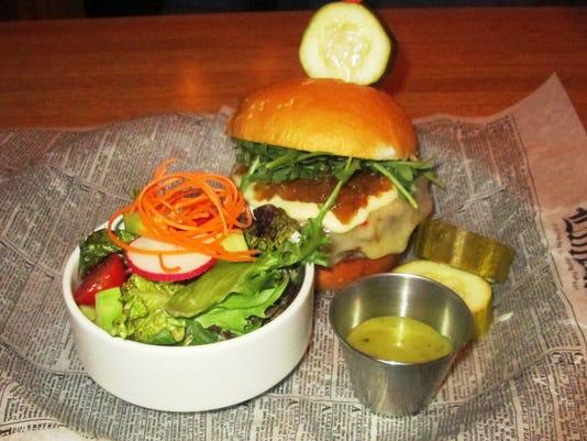 635995976661999400-bison-burger.JPG