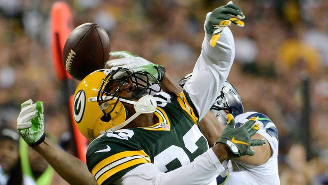Green Bay Packers cornerback Damarious Randall (23) covers Seattle Seahawks wide receiver Jermaine Kearse (15).