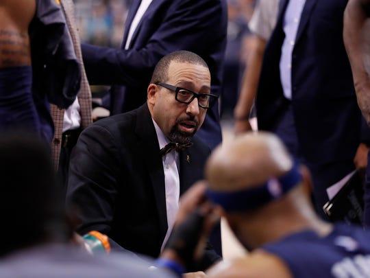 Memphis Grizzlies head coach David Fizdale talks with