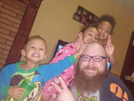 Richard Jarvis poses with his children, Mekhi, Amaya