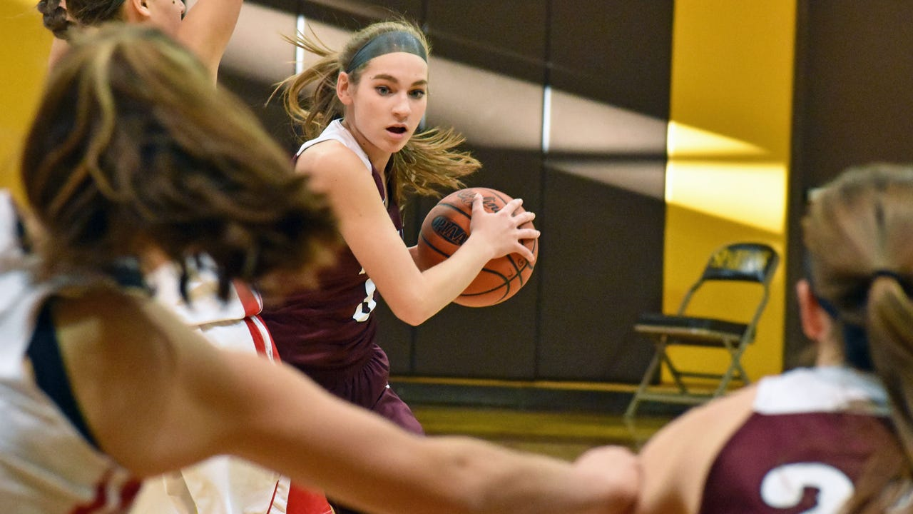 Southern Fulton's Lindsey Hollenshead looks to make