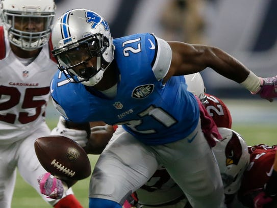 Lions RB Ameer Abdullah fumbles for a turnover in the