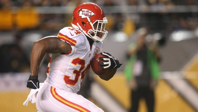 The Kansas City Chiefs traded running back Knile Davis to the Green Bay Packers as part of a flurry of roster moves this week.