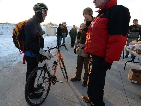 -FTC1212-gg bike to work 12.jpg_20131211.jpg