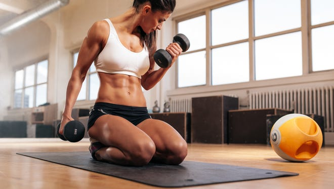 Using photographs or inspirational sayings are a couple ways to keep yourself on track for a fitness regiment.
