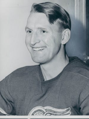 Leo Reise of the Detroit Red Wings
