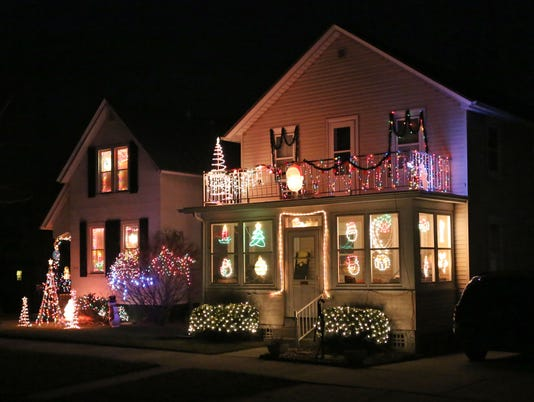 635860626507984453-she-n-Holiday-Lights-1218-gck-04.JPG