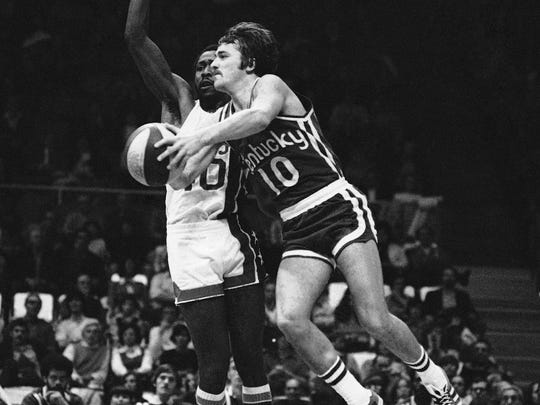 The Kentucky Colonels Louie Dampier goes high up on his drive to the basket for two points and the New York Nets George Carter (40) manages to stay right with him. Dampier (10) scored on this forth period play on Sunday, Nov. 20, 1972 at the Nassau Coliseum in Uniondale, New York.