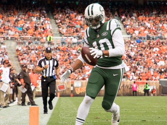 New York Jets wide receiver Jermaine Kearse runs into