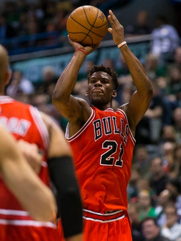 Chicago Bulls guard Jimmy Butler (21) shoots during