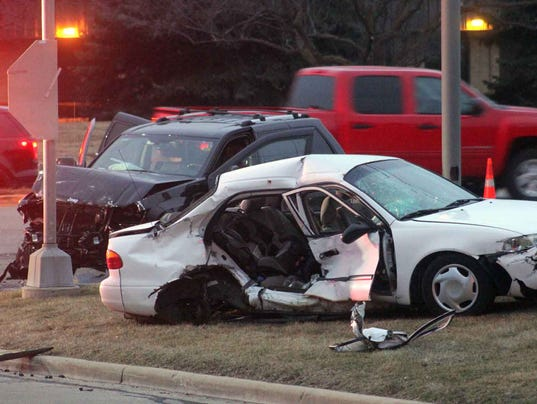 Crash at Moorland and Lincoln with injuries